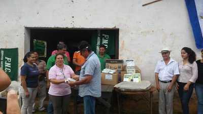 MAG entrega semillas de hortalizas e insumos a 300 productores de Central