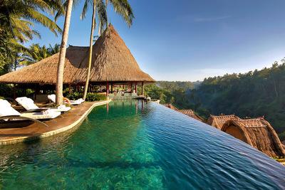 Isla tropical con gran afluencia religiosa