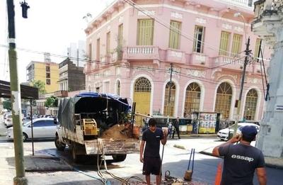 HOY / Essap rompe asfalto 24 horas después del recapado de la municipalidad