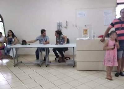 Oficialistas critican que hagan oficina en la comuna
