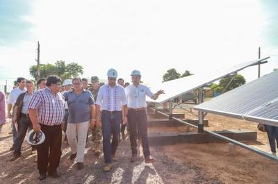 En el Chaco, Presidente verifica iluminación de unidad militar con paneles solares instalados por PTI