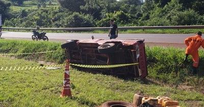 Vuelco de vehículo deja un muerto y varios heridos en Yguazú
