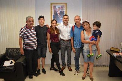 Reciben a familia que retornó de Venezuela
