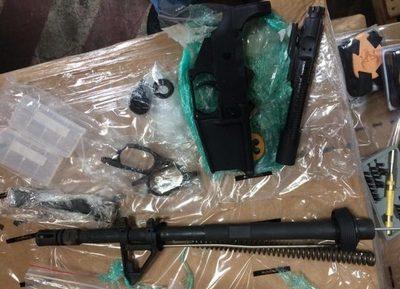 Aduanas decomisó piezas para armas que ingresaron ilegalmente al país