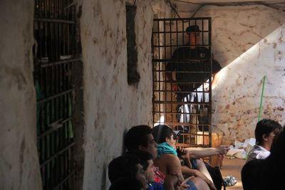 Revelan que la mitad de reclusos son jóvenes menores 30 años