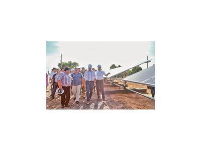 Marito inaugura paneles solares y pide apurar inicio de la bioceánica