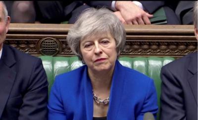 Theresa May supera moción de censura del Parlamento británico