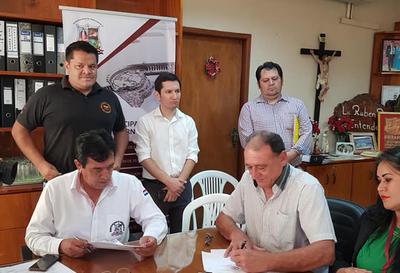 En Hernandarias firman convenio para reciclar cubiertas en desuso