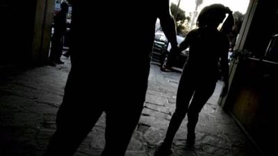 HOY / Rescatan a una adolescente y a  dos bebés de manos de la mafia  de la trata de personas