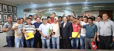 Apoyo de Itaipú genera fuente de trabajo para operarios de maquinarias agrícolas
