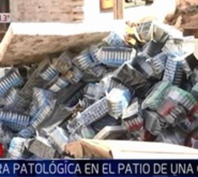 Denuncian aparición de basura patológica en el patio de una casa
