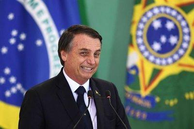 Bolsonaro abraza a oposición venezolana que proclama a Guaidó presidente