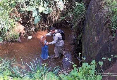 Encuentran imagen de María Auxiliadora en un arroyo