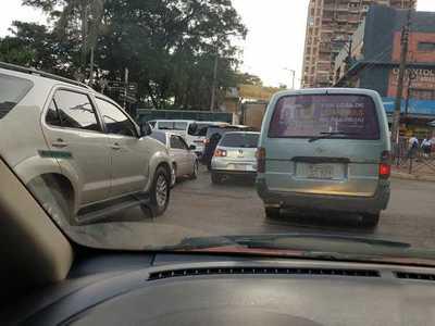Desastroso tráfico vehicular revela incapacidad de autoridades