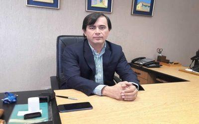 Juez Ayala Brun renuncia y alega persecución