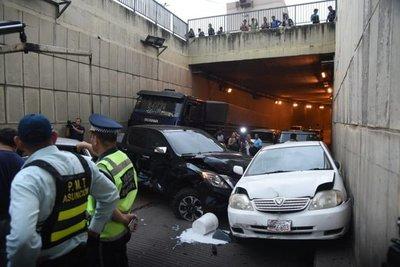 Camión de gran porte ocasionó choque múltiple en túnel Semidei