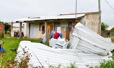 Casas dañadas y árboles derribados por temporal