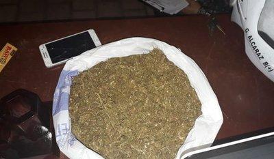 Detenidos por transportar marihuana en una mochila