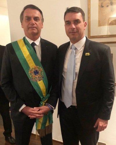 """Detectan depósitos """"sospechosos"""" en cuenta bancaria de hijo de Bolsonaro"""