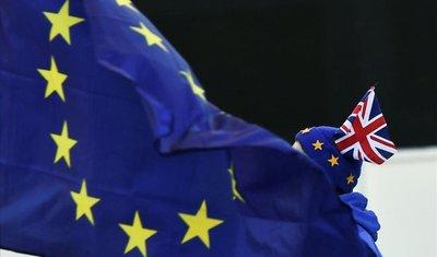 """Los gobiernos europeos preparan planes para afrontar un """"bréxit"""" duro"""