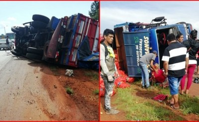 Camión con mercaderías tumbó por imprudencia de otro conductor