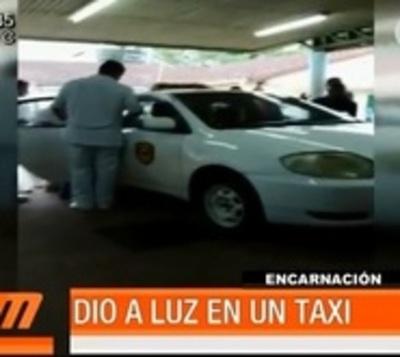 No pudo llegar al hospital y dio a luz en un taxi