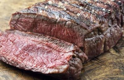 Hombre dejó un trozo de carne en su automóvil y terminó asado por las altas temperaturas