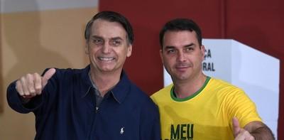 """Detectan depósitos """"sospechosos"""" del hijo del presidente Bolsonaro"""