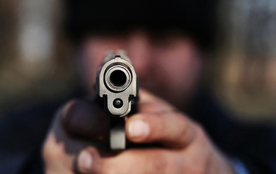 Hombre muere baleado en asalto