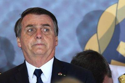 Bolsonaro trabajará desde hospital tras cirugía