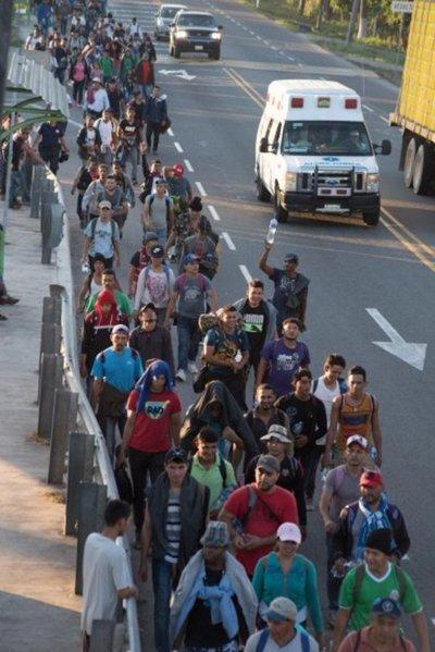 Caravana migrante avanza por México aún a miles de kilómetros de EE.UU.