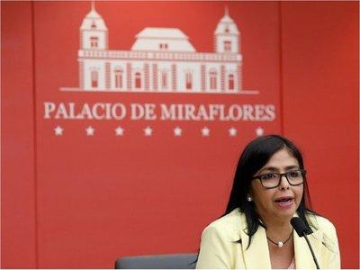 Vicepresidenta de Venezuela dice que Pence llama a golpe de Estado
