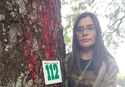 Instan a fotografiarse con árboles que serán derribados en el Botánico