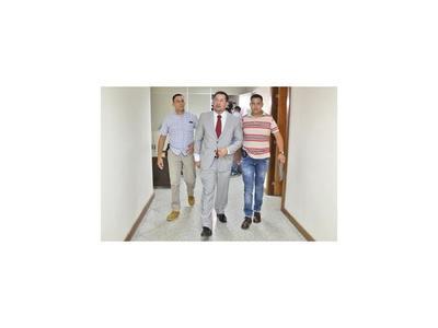 Diputado sigue preso y acusa a Zacarías Irún de manejar FGE