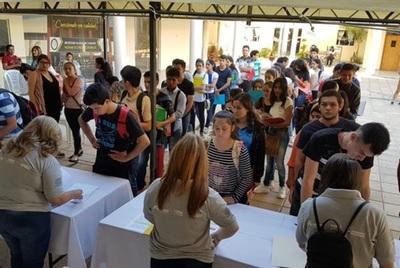 Jóvenes que se postulan para beca de Itaipu podrán presentar documentos hasta mañana