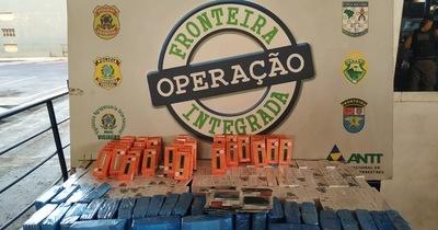 Requisan con contrabando en 5 vehículos con chapa paraguaya