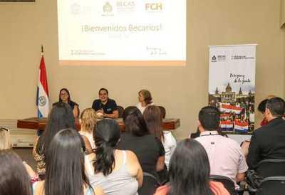Becarios de Chile recibieron orientaciones administrativas y académicas