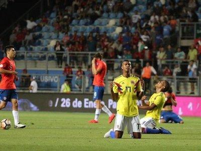 """Colombia sepulta los sueños de Chile y avanza con un gol """"milagroso"""""""