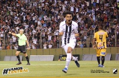 Doblete de Ronaldo Martínez en Argentina