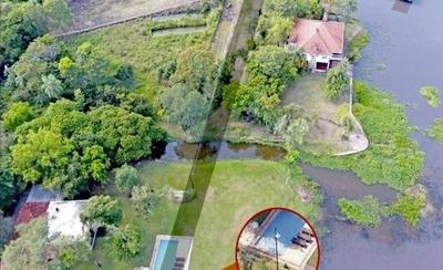 HOY / Intendente confirma que piscina de diputada está en la calle
