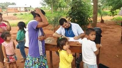 Profesionales de salud asisten a comunidad indígena de Minga Porã