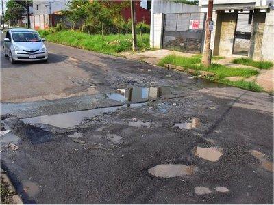 Por recursos limitados solo aplican costosos parches a calles asuncenas