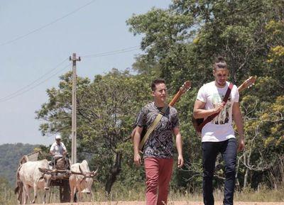 """Néstor Ló y Los caminantes lanzan video promocional de """"Mamáma"""""""