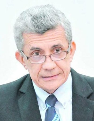 Camacho confirma que es abogado de Hugo Urbieta