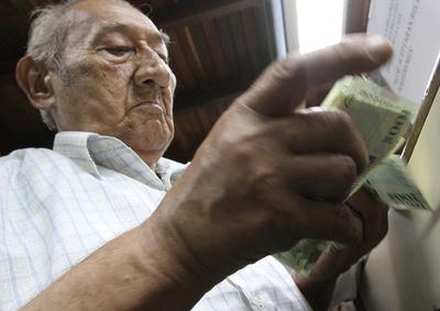 Hoy cobran adultos mayores, herederos de veteranos y pensionados graciables