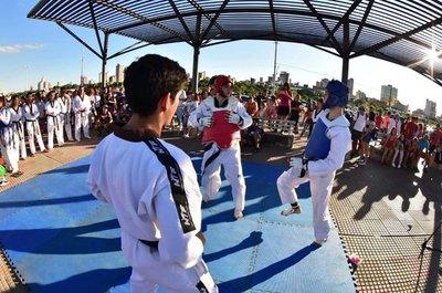 Gala de las artes marciales en la Costanera