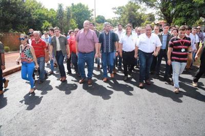En Alto Paraná Gobierno concreta importante inversión en obras viales