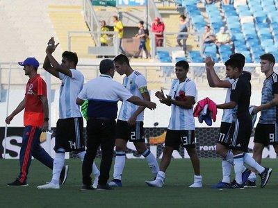 Argentina vuelve a la pelea por cupo al Mundial tras vencer a Colombia