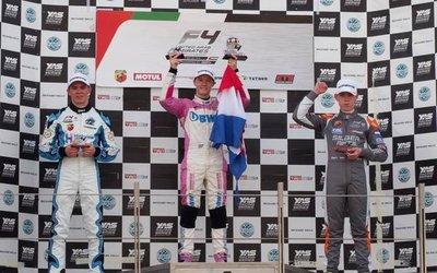Tres carreras y nunca salió del podio