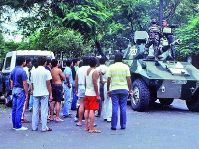 Tras una larga lucha ciudadana, los militares echaron al dictador